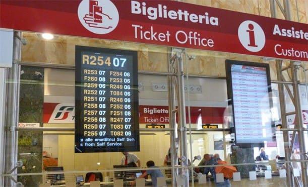 L'addetto-alla-biglietteria-ferroviaria
