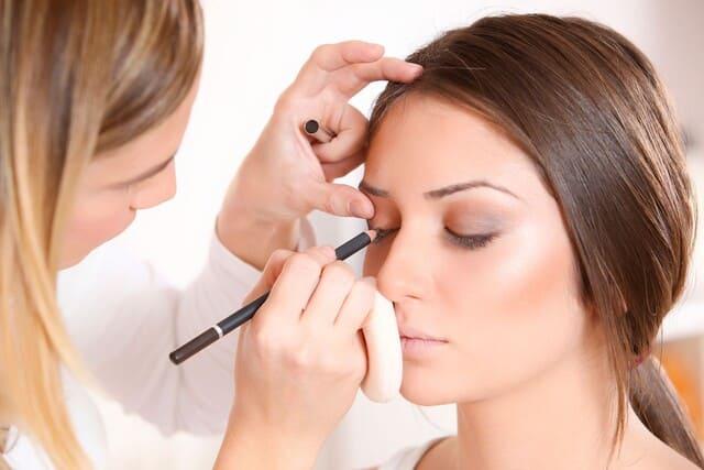 Cosa-fa-il-make-up-artist