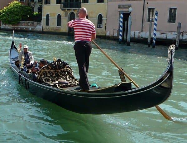 Gondoliere-lavori-che-esistono-soltanto-in-Italia
