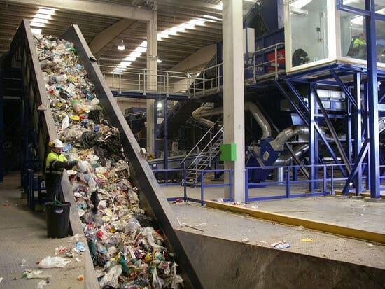 Operatore-impianto-di-raccolta-rifiuti