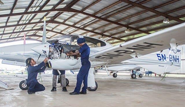 Piloti-di-linea-e-ingegneri-aeronautici